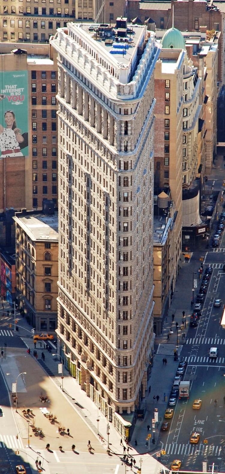 Edificio_Fuller_(Flatiron)_en_2010_desde_el_Empire_State_crop